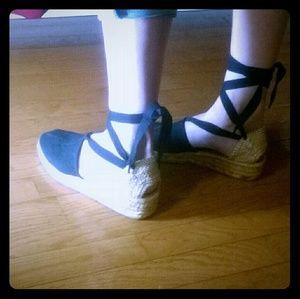 New never worn Vintage Unisa espadrilles